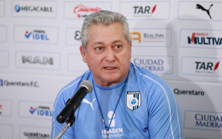 Vucetich afirmó que conforme pase el tiempo y vaya conociendo a los jugadores, podrá formar un cuadro más fuerte./@Club_Queretaro