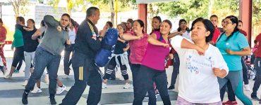 Imparten clases de defensa personal a mujeres de Ezequiel Montes