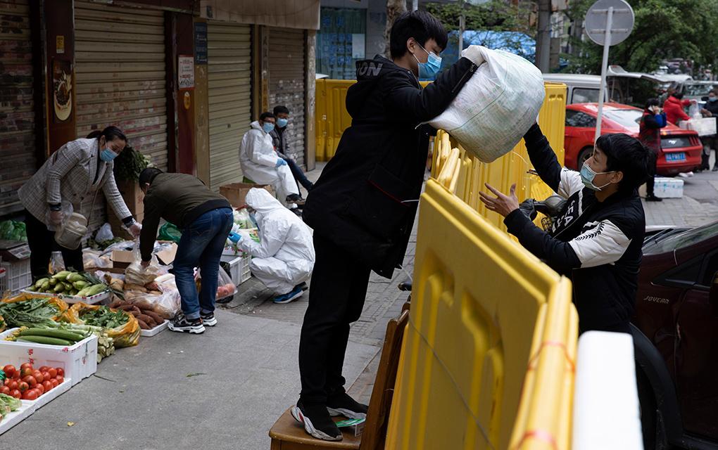Vendedores callejeros reaparecen en Wuhan