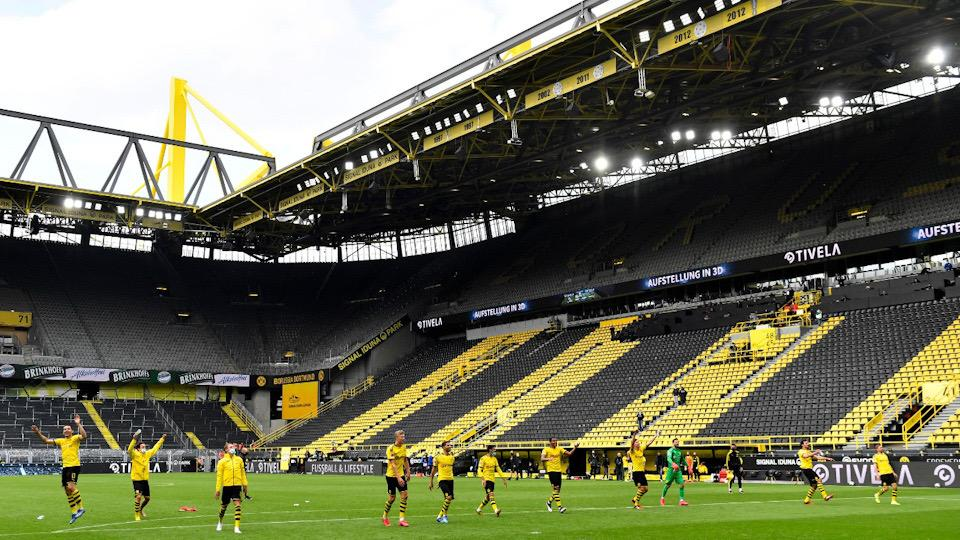 Con silencio y 'partidos fantasma', se reanuda futbol alemán