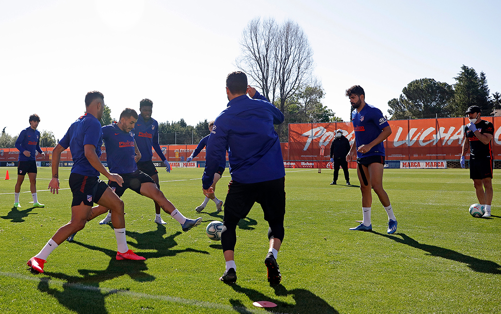 España contempla regreso de hinchas a estadios de futbol