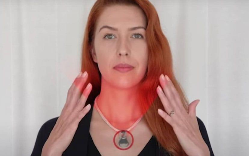 El collar de la NASA que evitará que toques tu rostro