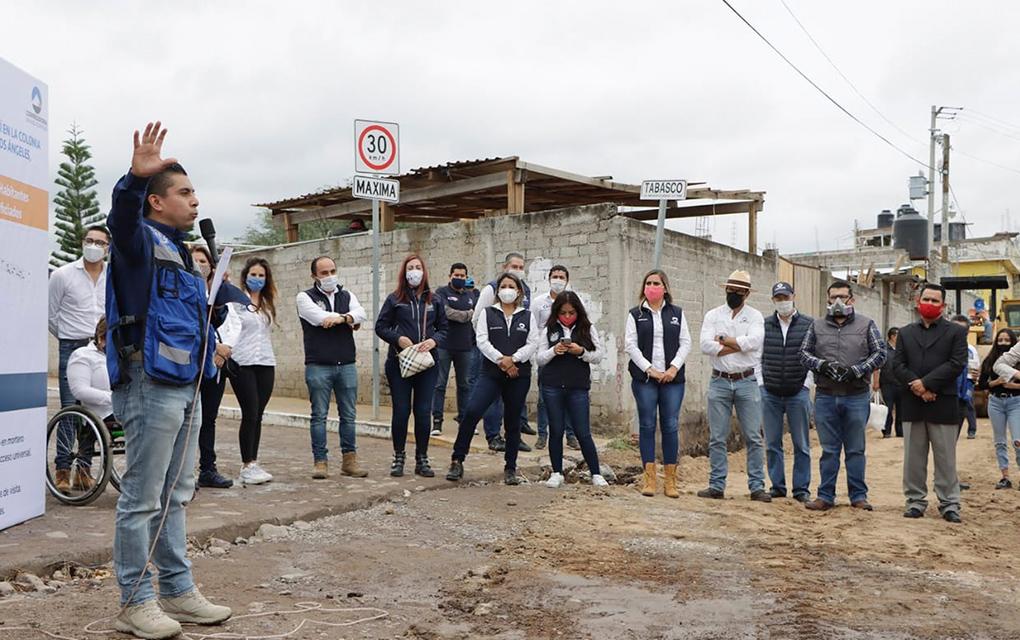 Realiza Roberto Sosa Pichardo informe en calle y supervisión de obras