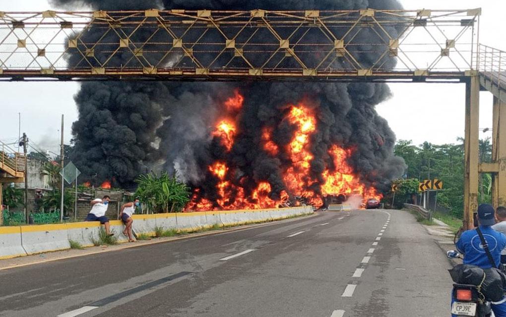 Reportan explosión de pipa en Tabasco; deja saldo de 4 fallecidos