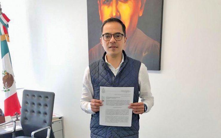 Torres Olguín, en enero de 2019, con su iniciativa de cambio constitucional.ESPECIAL.