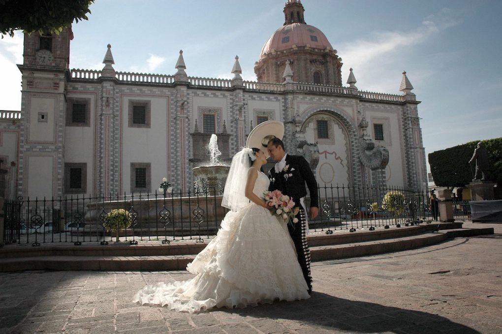 Se estima que se han cancelado alrededor de 115 mil bodas en el país